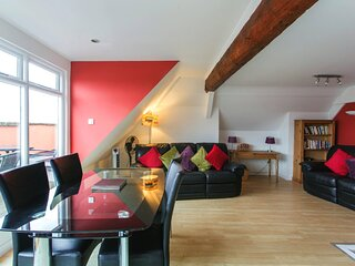 Gorgeous Central 2 Bed with Stunning City Views