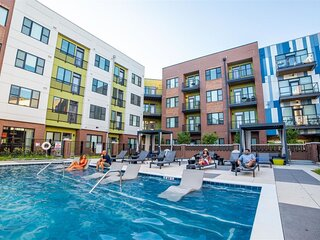Pet Friendly�Free Parking/In-Unit Laundry/Pool in the ❤️ of downtown Indy!