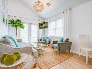 New Listing!!! Cocktails & Dreams - Updated Condo, Walk To Duval St, Waterpark,