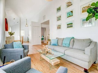 COCKTAILS & DREAMS - Updated 2nd Floor Condo, Walk To Duval St, Seaport, Waterpa