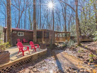 Black Bear Creek Cabin | Downtown Helen | Creek Front | Fire Pit | Hot Tub