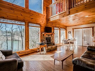 Charming Lake View Cabin | 2BR 2BA | Hot Tub | Game Room | Fishing | Fire Pit