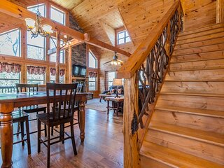 Custom Built Cabin with Sauna, Hot Tub & Wrap Around Porch, Pet Friendly 3BR 3BA