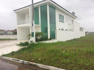 Casa em condomínio fechado de frente para o mar