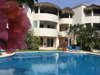 Beach Condo Near 5th and Beach 2BD 2B CC, holiday rental in Playacar