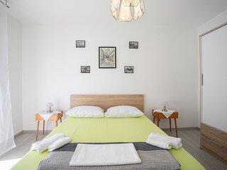 Uncle Albert's, 2-room apt for 4, Trogir center
