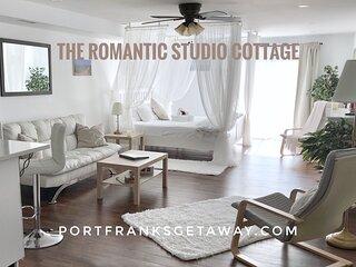 Romantic Studio Cottage | 5 mins. to Beach | Luxury | Golf | Theatre | Hiking