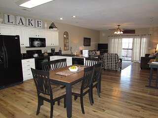 3 BR, 2 Bath Condo on Table Rock Lake with Dock Access