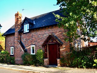 Charming Corner Cottage in Quorn