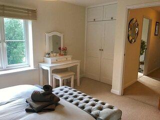 Modern 2 Bedroom Apartment in popular Jericho !!!