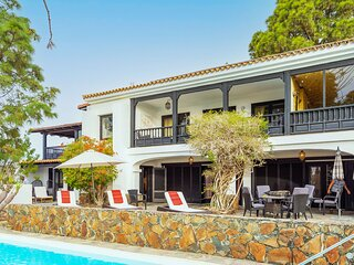 Large holiday home with private pool in Monte Leon