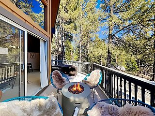 Luxe A-Frame   New Kitchen & Game Room   Scenic Balcony with Gas Firepit