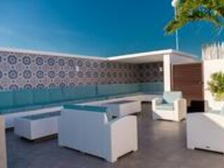MINT Two Story Modern Penthouse 2Bd 2Bth Skyroof Pool Mins from Beach QS, alquiler de vacaciones en Tulum Beach