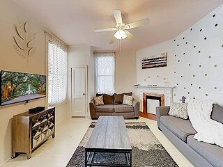 Victorian District Home | 2 Apartments | Walk to Museums & Forsyth Park