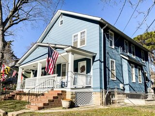 USNA-themed 3 Bedroom home off West Street with parking!