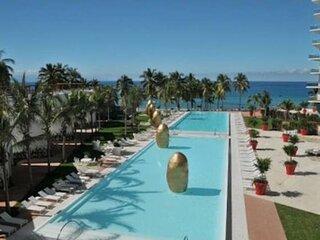 Apartment with Beach Club Icon Vallarta