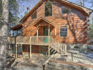 Luxe Fightingtown Creek Cabin: 2 King Suites & Spa