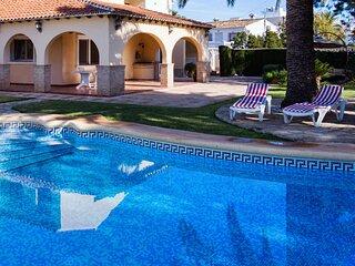 Casa en Dénia a 3 km de la playa, piscina, jardín y barbacoa, wifi gratis