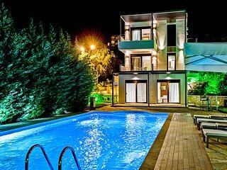 Gorgeous Villa Giulia With Private Pool & Ocean Views in Syvota Thessprotias