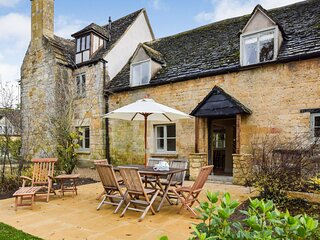 Archers, Sudeley Castle, Cotswolds - sleeps 8 guests  in 4 bedrooms