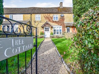 Appletree Cottage, Bourton-on-the-Water Sleeps 5 guests  in 3 bedrooms