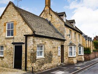 Barebones Farm, Winchcombe, Cotswolds - sleeps 14 guests  in 7 bedrooms