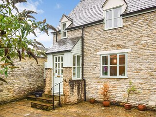 2 Old Stables, Tetbury, Cotswolds - sleeps 5 guests  in 3 bedrooms