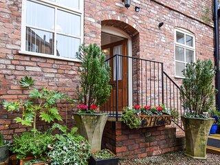 Bishop's, Ledbury, Dog Friendly, Herefordshire - sleeps 2 guests  in 1 bedroom
