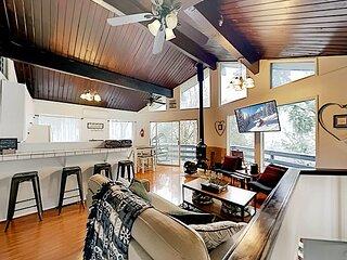 Cozy Mountain-View Cabin | Two Decks & Smart TV | Minutes to Lake & Town