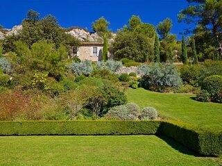 Les Baux de Provence Villa-A palatial 5 bedroom luxury villa awaits you