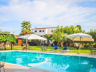 Carbonelli II Villa Sleeps 4 with Pool and Air Con - 5887567