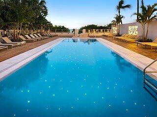 BEACHFRONT Studio at a Condo Hotel  Miami Beach, 2 double beds
