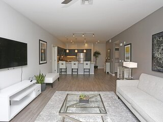Modern 1-Bedroom Apt in Bay Area with Luxury Amenities