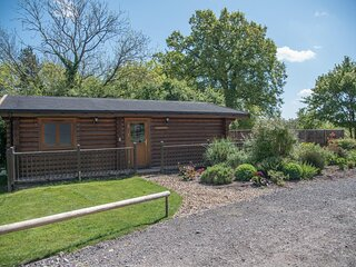 Willow Lodge with Hot Tub, Kingfishers (Air Manage Suffolk)