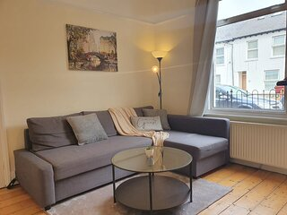 Beautiful 3 Bedroom Reading House with Private Garden, Netlfix, WiFi & Parking