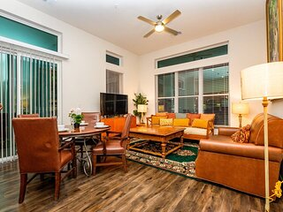 Bright and Airy Condo with Fast Wifi! Gym, Pool & Parking Included!