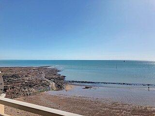 En front de mer avec balcon, 4 pers. proximité directe plages et commerces