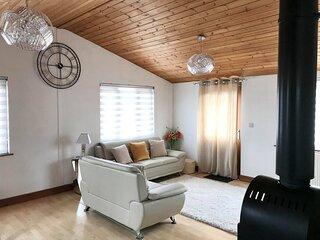 Pachelbel's Cabin, Luxury, hot tub, log fire, pet friendly, BBQ Wilberfoss, York