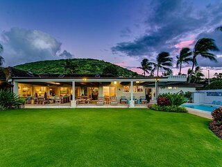 Gorgeous Sunset Views from this upscale, Koko Kai home in East Oahu