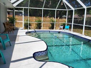 Tropical Pool Home Retreat