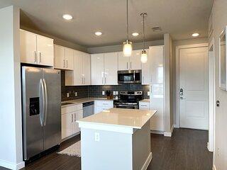 1BR Luxury apartment RIM / WiFi / Pool / Six Flags