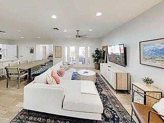 Gorgeous Arcadia Retreat | Outdoor & Indoor Living | Smart TVs & Fireplace
