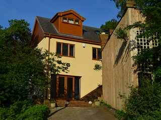 Large 5 bedroom house located on Helsby Hill Frodsham Chester