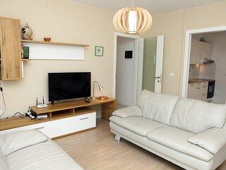 Koper Homey Retreat 2BR Stays with Garden Views LURE2