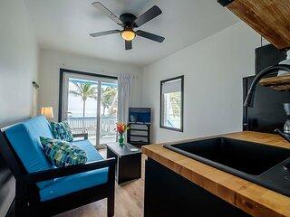 Cozy, Bright, Beachfront, A/C, Kitchen, Upper Corner Unit North