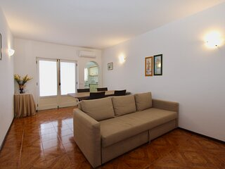 Z&A Apartment - Spacious Apartment, with air conditioning, close to beach, WiFi
