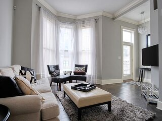 Chic Indy Townhouse, Great Location!