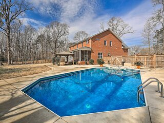 NEW! New Bern Luxury Retreat w/ Private Pool + Gym