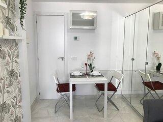 Precioso Apartamento Estudio Nuevo con jardín privado.
