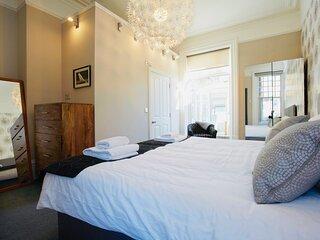 Mews Suite 4 bedrooms, 3 bathrooms, Courtyard Garden